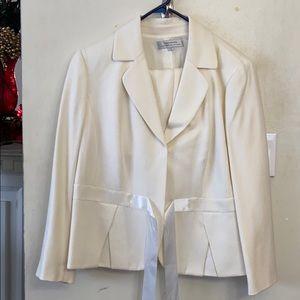 Tahari (Arthur A. Levine ) Suit